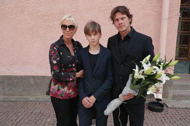 Merja Larivaara ja Kari-Pekka Toivonen saapuivat kunnioittamaan Hanna-Riikan muistoa.