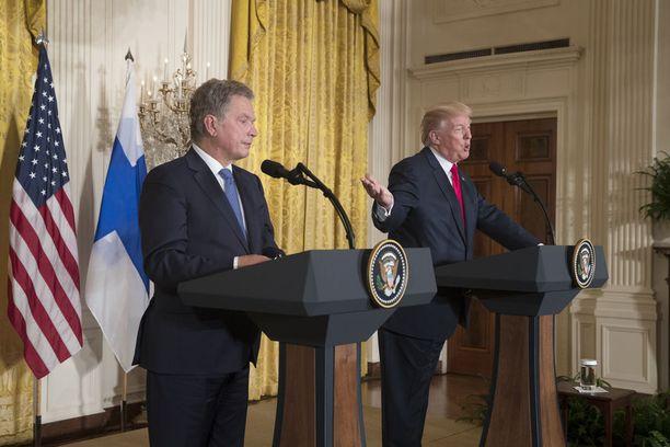 Päähuomion Sauli Niinistön ja Donald Trumpin lehdistötilaisuudessa vei hurrikaani Harvey, jota Trump kuvaili historiallisen suureksi myrskyksi.