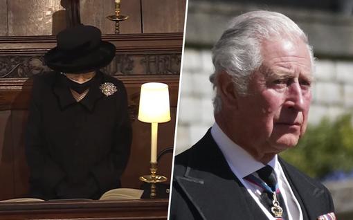 Kaipuu herkisti kuningatar Elisabetin: suri miestään yksin kirkon nurkassa – Charles puhkesi kyyneliin