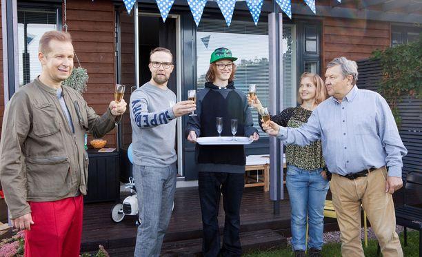 Yösyöttö-elokuvassa pääosaa näyttelee Petteri Summanen (toinen vas.)