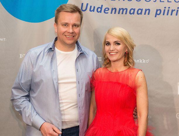 Antti Kaikkonen ja Satutaiveaho tulivat sijaisvanhemmiksi viime vuoden lokakuussa.
