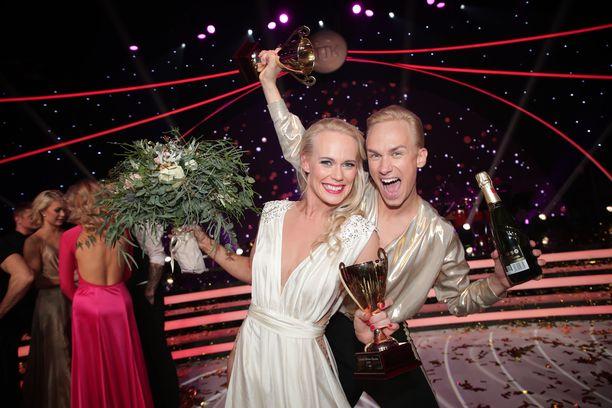 Christoffer Strandberg ja Jutta Helenius juhlivat TTK-voittoa!