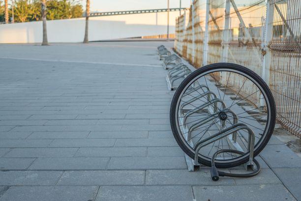 Toistaiseksi Oulun kaupunkipyörät ovat jääneet telineisiin. Kuvituskuva.