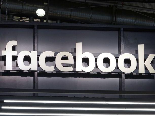 Facebook pyysi ihmisiä perjantaina kirjautumaan uudelleen tililleen.
