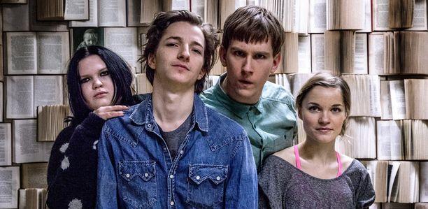 Sekasin-sarjassa Paavo nähdään yhdessä Eve Hotin, Anssi Niemen ja Anna Böhmin kanssa.