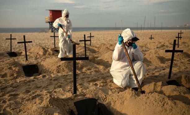 Maailmanlaajuisesti COVID-19-tautiin on kuollut jo pitkälti yli 500 000 ihmistä.