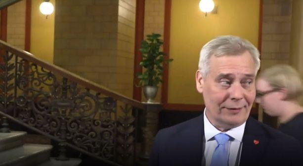 Antti Rinne kertoi lehdistölle hallitusneuvotteluiden etenemisestä vasta myöhään keskiviikkoiltana.