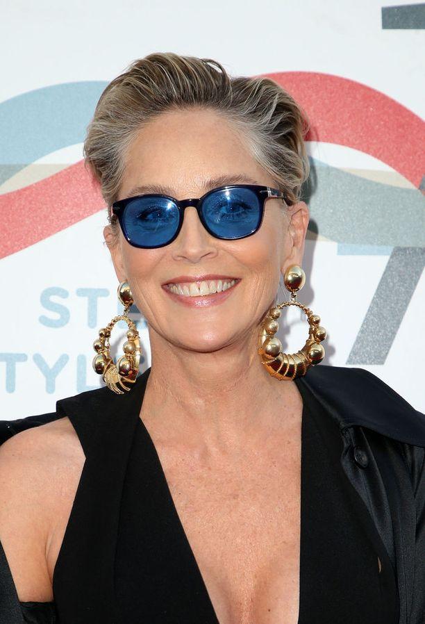 Sharon Stonen lyhyt, vaalea look on ikoninen. Ysärin seksisymboli tietää, että lyhyet hiukset voivat vain lisätä naisen vetovoimaa.