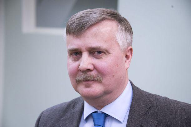 """Seppo Hauta-aho valittiin """"väyrysläisten"""" kokouksessa kansalaispuolueen puheenjohtajaksi. Sami Kilpeläinen puolestaan valittiin kansalaispuolueen puheenjohtajaksi puolueen toisen siiven järjestämässä kokouksessa."""