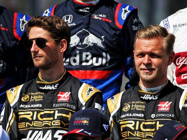 Haas-tallin Romain Grosjean (vasemmalla) ja Kevin Magnussen eivät pidä F1-sarjan pisteuudistusta onnistuneena.