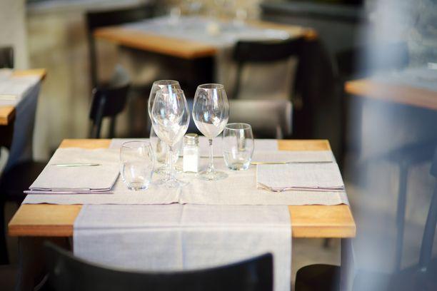 Ravintoloihin olisi tulossa myös sääntö, että kaikilla asiakkailla tulee olla istumapaikka. Kuvituskuva.