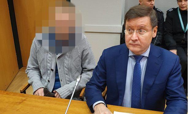 Pirkanmaan käräjäoikeus vangitsi puukottajan joulukuussa. Kuva on vangitsemisistunnosta.