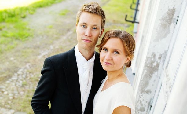 Esa ja Viola ovat poikavauvan vanhemmat.