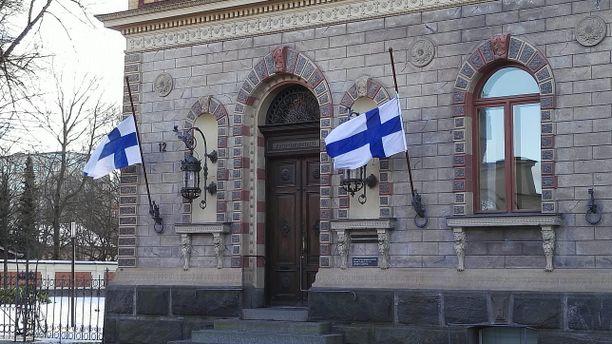 Suruliputus järjestettiin keskustan alueen kiinteistössä sekä niissä oppilaitoksissa, joissa Lindholm opiskeli.