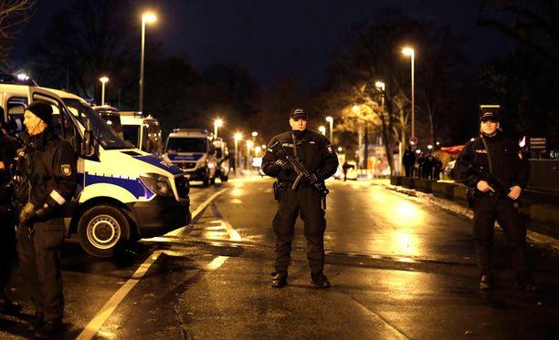 Ala-Saksin sisäministeri kiistää tiedon, että stadionin läheisyydestä olisi löytynyt räjähteitä.
