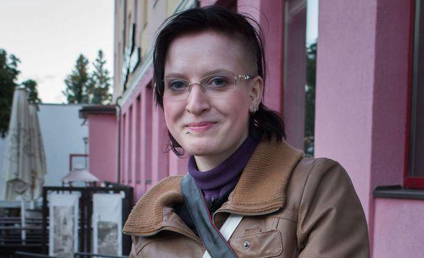 Minja adoptoitiin Suomeen 8-vuotiaana, mistä Minjalla on vain lämpimiä muistoja.