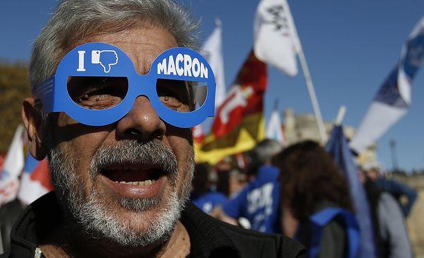 Osa mielenosoittajista oli karnevaalimielellä.
