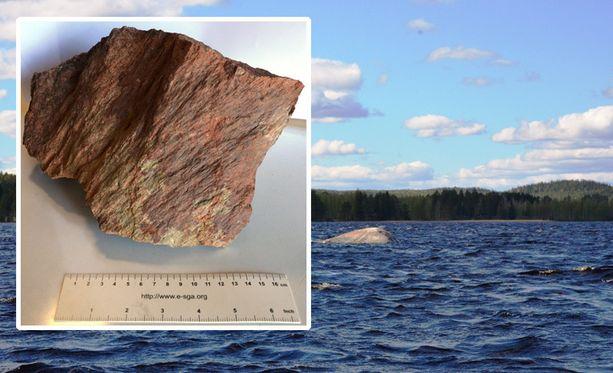 Kraatteri löytyi Summasjärven pohjasta. Pienessä kuvassa pirstekartiota kiven pinnassa.