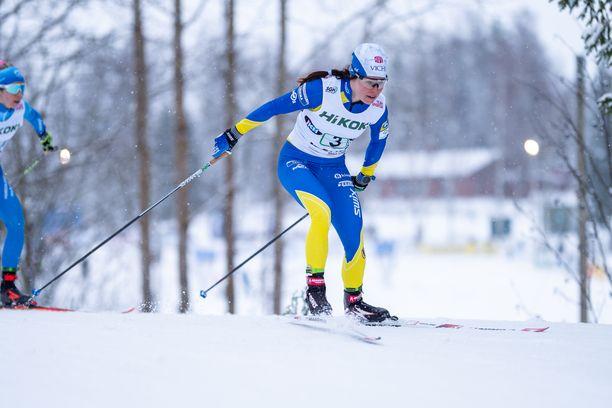 Krista Pärmäkoski kilpaili Vöyrillä perjantaina pariviestissä ja lauantaina perinteisen kympillä. Saldona oli SM-hopeaa ja kultaa.