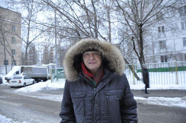 Nikolai Gromov asuu Moskovassa Preobregenskajan torin lähellä. Hän kiittelee vakauden palauttamista Venäjälle sekasortoisen 90-luvun jälkeen.
