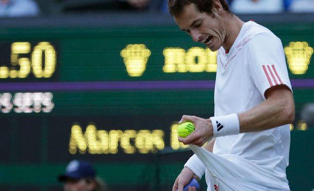 Andy Murray kirosi shortsinsa.