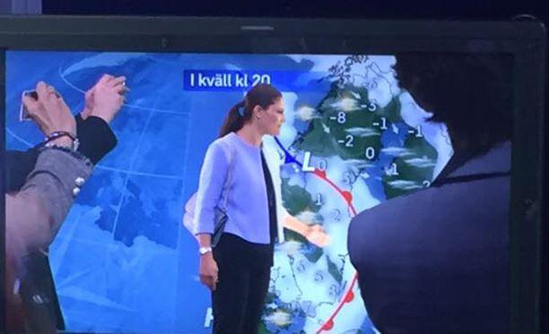 Kruununprinsessa pääsi kokeilemaan taitojaan meteorologina.