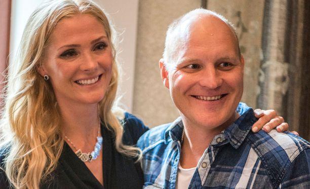 Riina-Maija ja Kalle Palander vaihtoivat kihlasormuksia vuonna 2006.