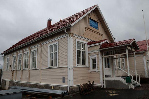 Jokivarren puukoulu on Jämsän ensimmäinen puukoulu.