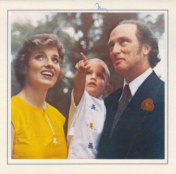 Margaret, Pierre ja Justin Trudeau perhepotretissa vuonna 1973.