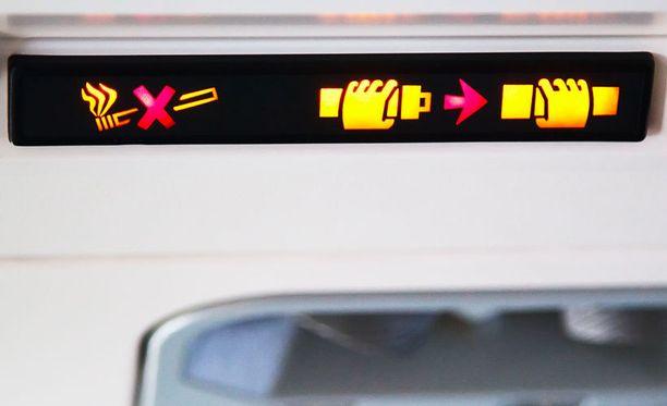 Tupakointi on pääosin ollut kiellettyä lennoilla 90-luvulta lähtien.