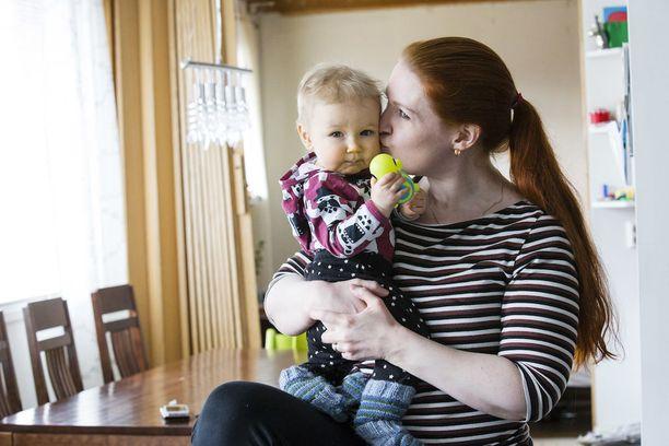 Onni-vauva on Leena Huhtamellan kuopus.