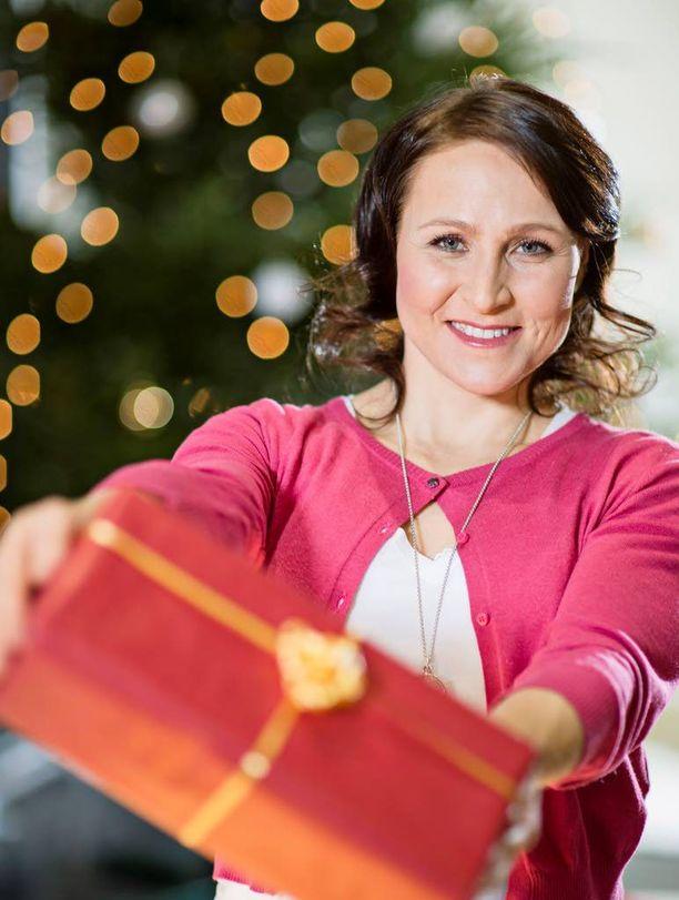 Aino-Kaisa Saarinen hankki tänä vuonna joululahjat jo lokakuussa.