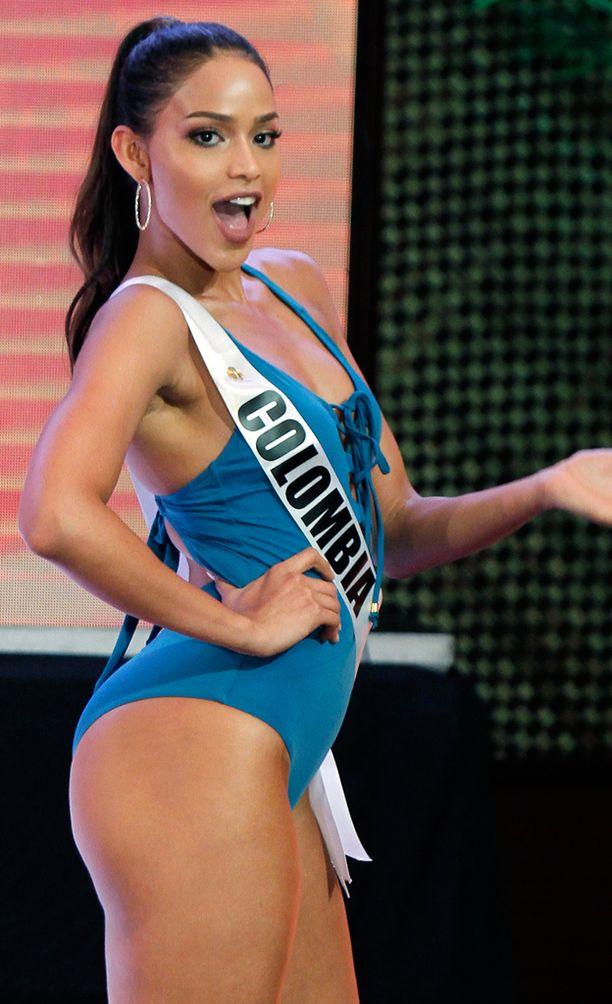 Miss Kolumbia nautti täysin siemauksin yleisölle esiintymisestä.