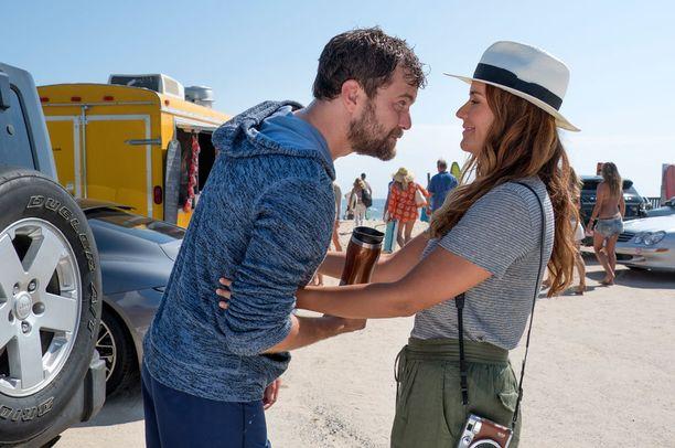 Joshua Jackson jatkaa Colena. Luisaa esittää Catalina Sandino Moreno.