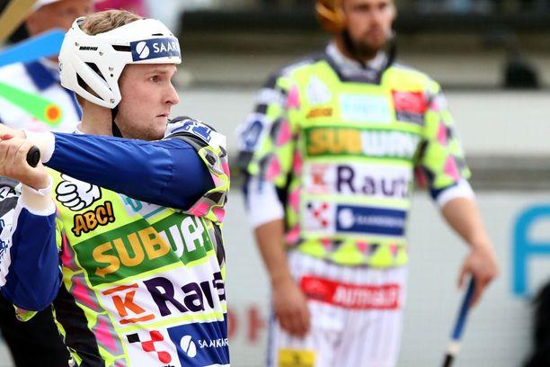 Vimpelin Perttu Ruuska oli iskussa mailanvarressa. Kuva tämän kesän Itä-Länsi-ottelusta.