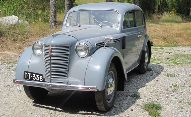 Opel Kadettin muoteilla tehty Moskvitsiä kutsuttiin piikkinokaksi.