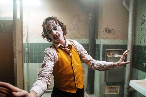 Joaquin Phoenixin näyttelijäntyötä Jokerin pääosassa on arvioitu loisteliaaksi.