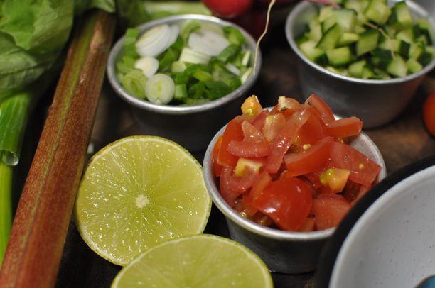 Suomalaiset raaka-aineet sopivat hyvin myös eksoottisempaankin kokkailuun.