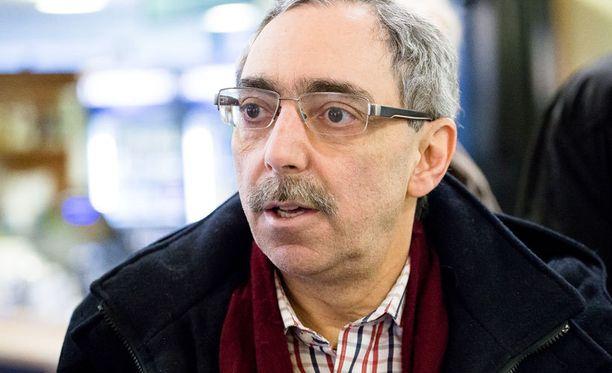 Zyskowiczin mukaan rahallinen palkkio ei saa olla minkäänlainen kannuste kansanedustajaksi pyrkimiselle.
