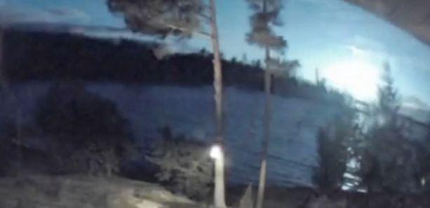 Kello 23.27 näkynyt valoilmiö valaisi koko taivaan.