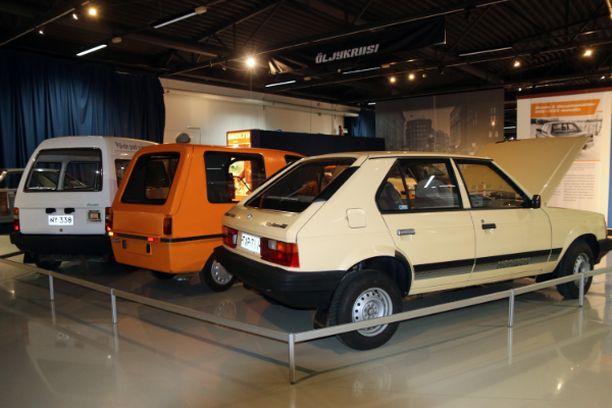 Kova kolmikko suomalaisen sähköautoilun historiaa.