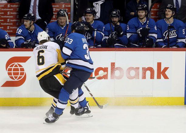 NHL:n kaksi painavinta pelaajaa törmäyskurssilla.