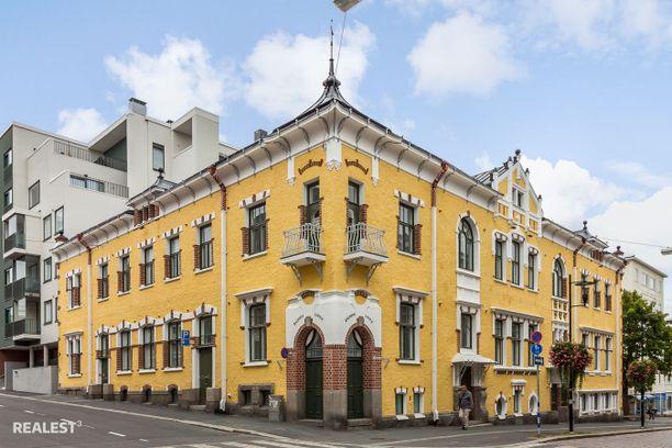 Persoonallinen ulkonäkö jää varmasti mieleen. Talon on suunnitellut arkkitehti Henrik Helin.