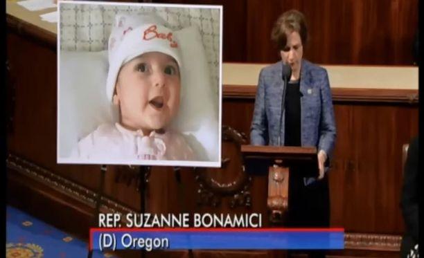 Edustaja Suzanne Bonamici näytti Fatemehin kuvan Yhdysvaltain kongressissa.