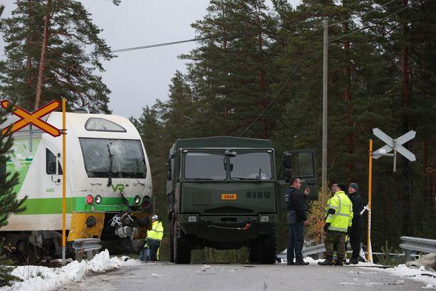 Onnettomuuspaikalla jäljiteltiin turman tapahtumia tapauksen tutkinnan aikana.