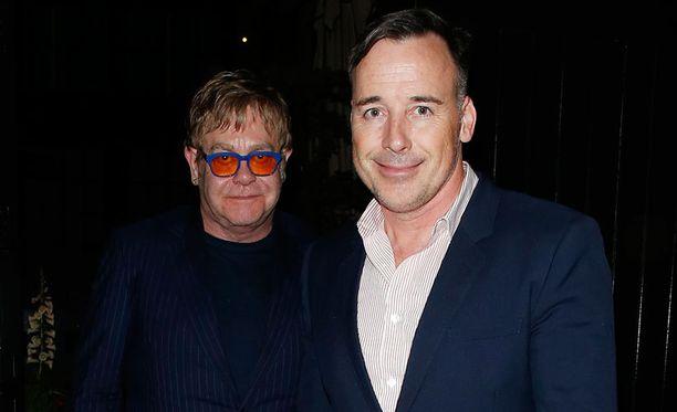 Elton Johnilla ja David Furnishilla on kaksi lasta.