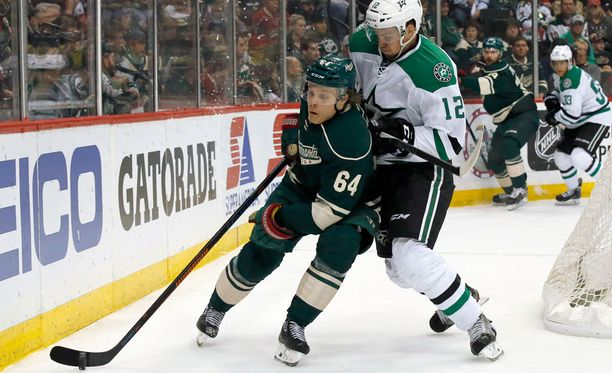 Dallasin Radek Faksan kanssa taistelleen Mikael Granlundin (64) NHL-kausi päättyi 4-5-tappioon.