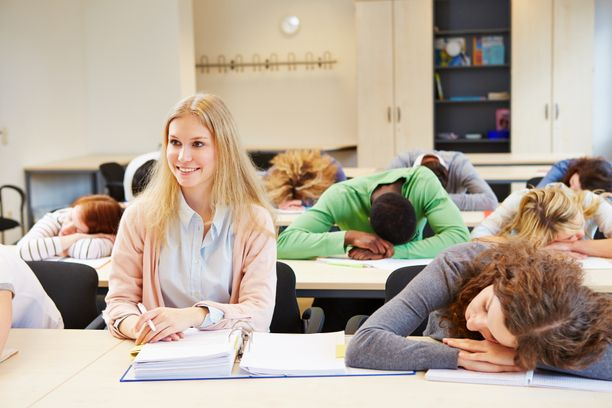 Liian aikaiset aamut saattavat verottaa opiskelijoita. Kuvituskuva.