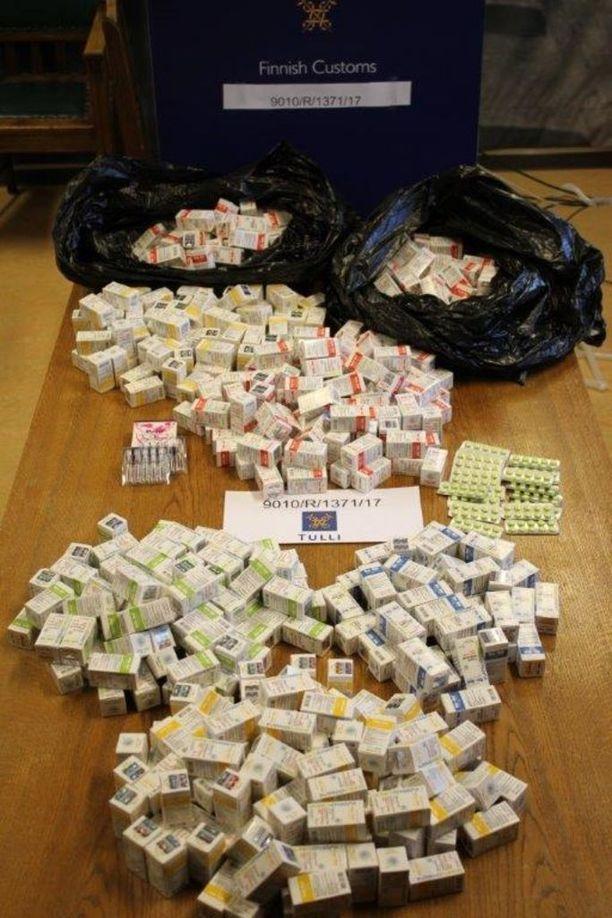 Tullin mukaan pirkanmaalaisten liikemiesten käytössä olleista varastotiloista ja asunnoilta takavarikoitiin doping- ja huumausaineita arviolta 100 000 euron arvosta.