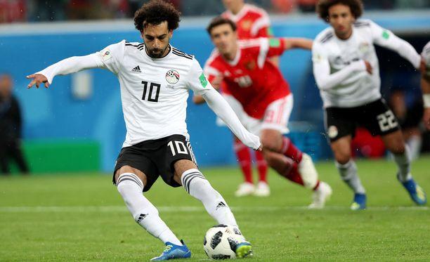 Egyptin Mohamed Salah hankki rangaistuspotkun ja ampui 11-metrisen verkkoon.